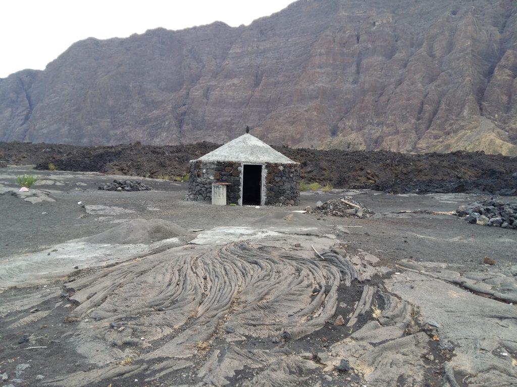 Construcción de funcos tras la erupción de 2014-15
