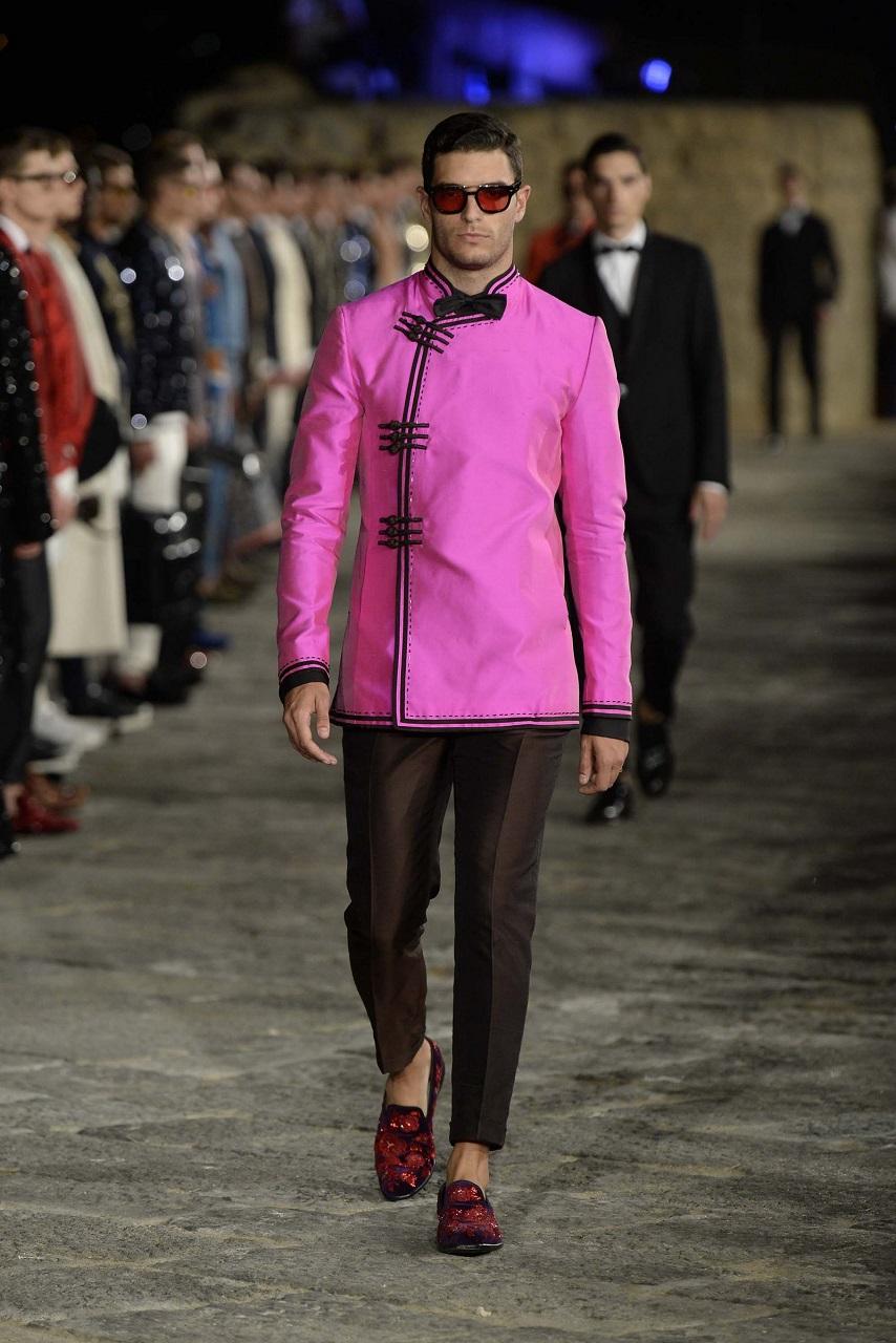 Carlos Gómez desfilando para Dolce & Gabbana | Fuente: Dolce & Gabbana