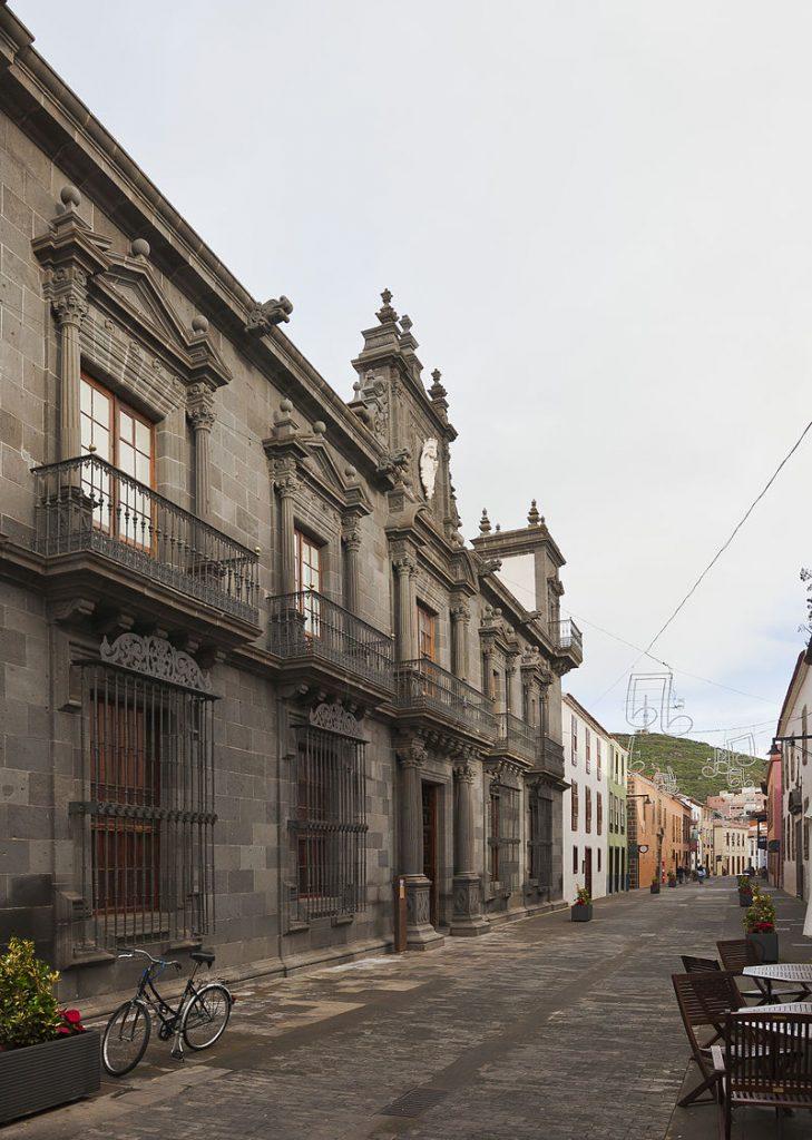Casa_Salazar,_San_Cristóbal_de_La_Laguna,_Tenerife,_España,_2012-12-15,_DD_01