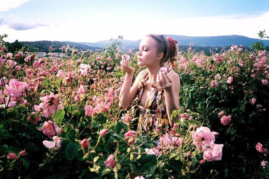 Lily-Rose-Depp-Chanel-N°5-L'Eau-Fragrance-02